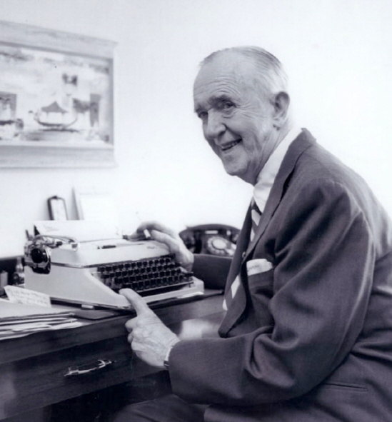 STAN LAUREL 1963 typewriter